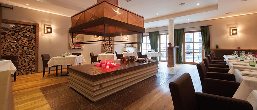 Q Resort Health & Spa, Kitzbühel, Austria - restaurant.jpg